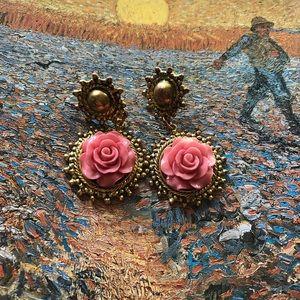 Jewelry - Vintage rose earrings ❤️😊😭